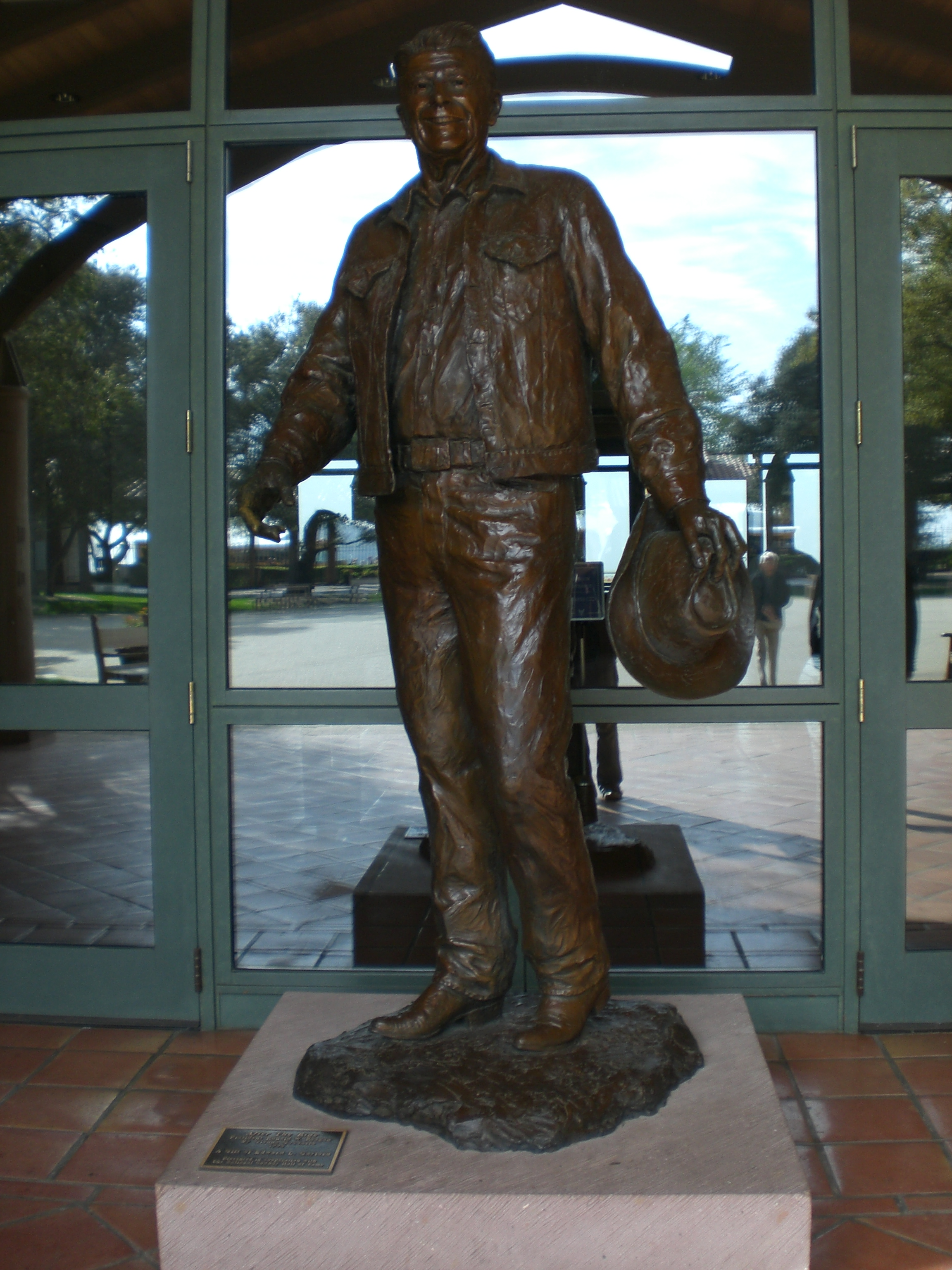 Ronald Reagan statue at the forecourt of the Presidential Library